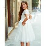 sukienka z ozdobną koronką