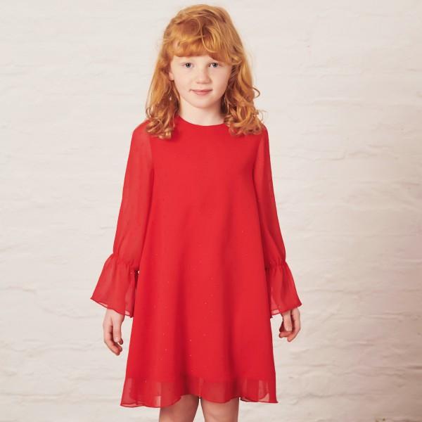 czerwona sukienka z błyszczącą nitką