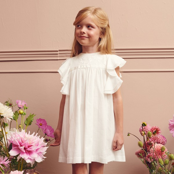 sukienka z kwiatowym haftem i falbankami