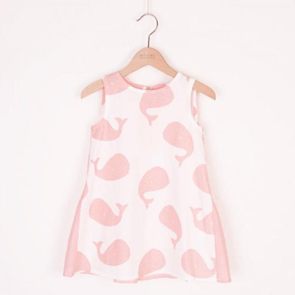 sukienka w różowe wielorybki