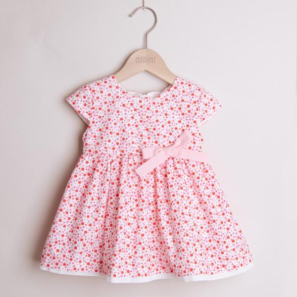 sukienka w drobne kwiatuszki z kokardą