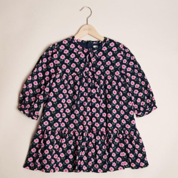 sukienka o luźnym kroju w różowe kwiatuszki