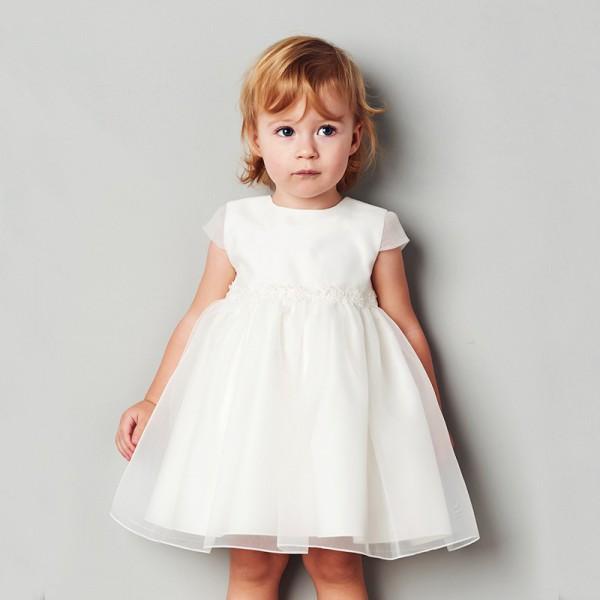 kremowa sukienka z koronką w pasie