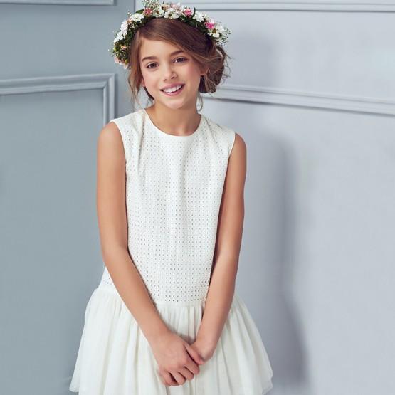 sukienka z haftowanym materiałem